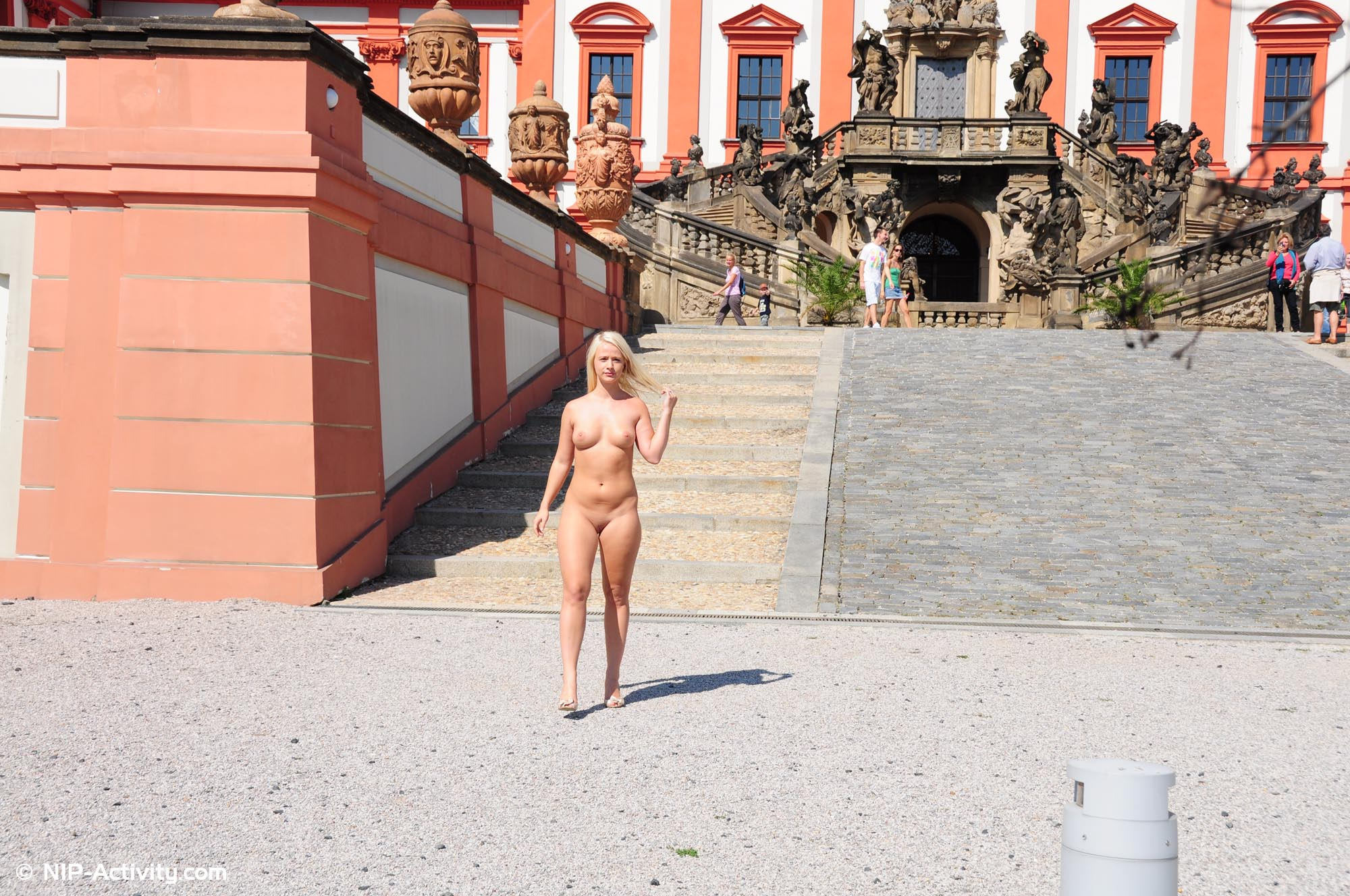 married woman posing naked