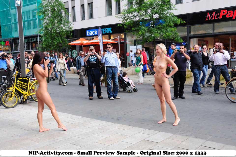 Nackt public